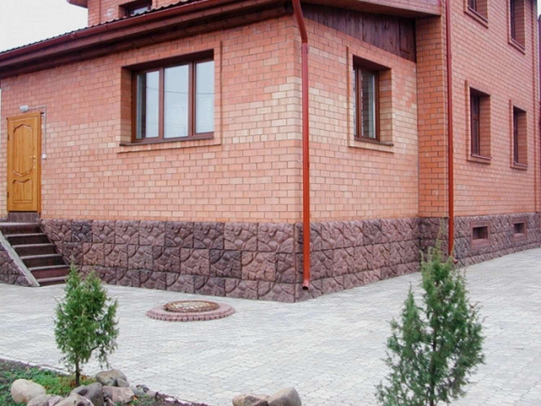 Использование цокольных панелей