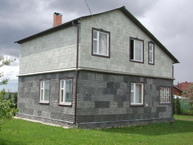 Дом отделанный диким камнем.