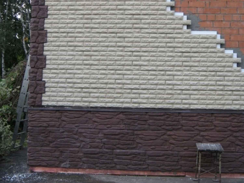 Отделка стены диким камнем